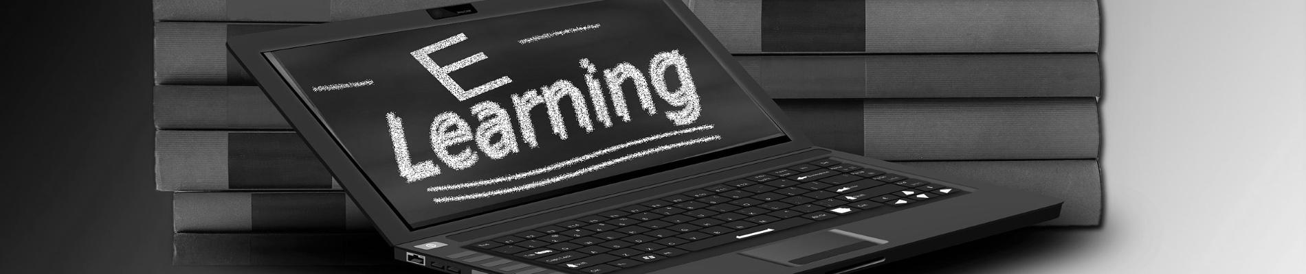 un ordinateur qui permet de suivre une formation en e-learning